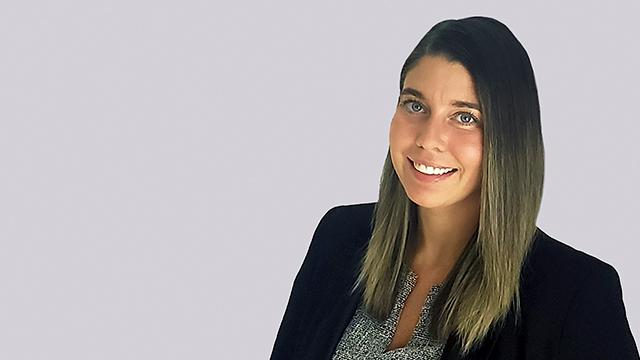 Julia Ferreira Headshot